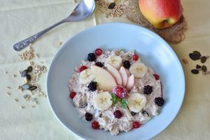 Muesli porridge with fruits
